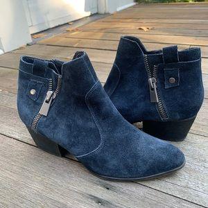 Navy blue suede Crown Vintage booties